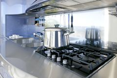 Décoration moderne d'architecture de cuisine argentée bleue photographie stock
