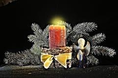 Décoration pour Holly Christmas avec la bougie Photographie stock libre de droits