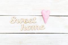 Décoration pour la maison Maison en bois de bonbon à inscription Image stock