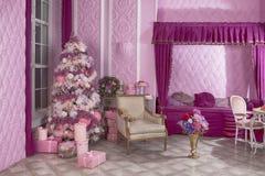 Décoration rose de Cristams dans l'intérieur du ` s de nouvelle année Décorations du ` s de nouvelle année Décoration de la maiso photos libres de droits