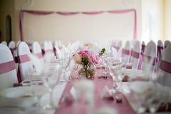 Décoration rose de table de mariage Photographie stock libre de droits