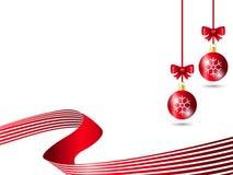 Décoration rouge de boule de Noël utilisant le motif de flocon de neige avec le ruban rouge rayé à l'arrière-plan blanc illustration stock