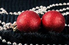 Décoration rouge de boules de Noël Images libres de droits