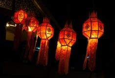 Décoration rouge de lanterne pendant la nouvelle année chinoise photographie stock libre de droits
