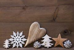 Décoration rustique de Noël, coeur, flocon de neige, étoile, arbre Images stock