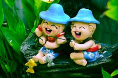 Décoration souriante dans le jardin photographie stock libre de droits