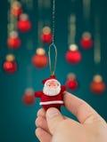Décoration tenue dans la main de Noël de Santa de jouet Images libres de droits