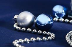 Décorations bleues et argentées de Noël Photo stock