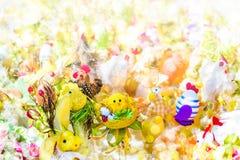 Décorations brouillées de Pâques de fond Photo stock