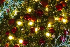 Décorations d'arbre de Joyeux Noël de diverses couleurs saisonnières Photo libre de droits