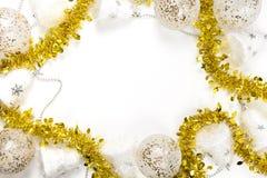 Décorations d'or, argentées et blanches de fond de fête de Noël - avec l'espace de copie au milieu photographie stock