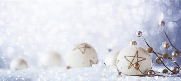 Décorations d'hiver avec la neige de scintillement Images libres de droits