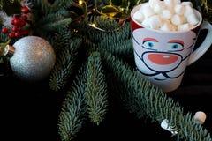 Décorations de chocolat chaud et de vacances Image stock