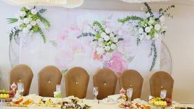 Décorations de fleur pour les vacances et le dîner de mariage clips vidéos