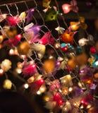 Décorations de lumières de Noël au marché libre de Southwark à Londres Fond de Noël Photos stock