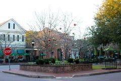 Décorations de Noël au village d'I'On dans le bâti agréable, la Caroline du Sud Image stock