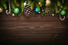 Décorations de Noël avec des cônes Images stock
