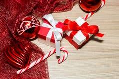 Décorations de Noël avec des cadeaux Photos stock