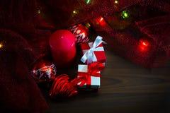 Décorations de Noël avec des cadeaux Photographie stock libre de droits