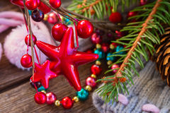 Décorations de Noël avec des chaussettes de laine Photos stock