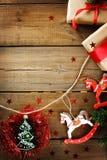 Décorations de Noël avec des chevaux de jouet Image libre de droits