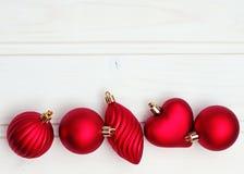 Décorations de Noël avec des jouets de Noël Photographie stock libre de droits