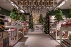 Décorations de Noël dans une boutique Images stock