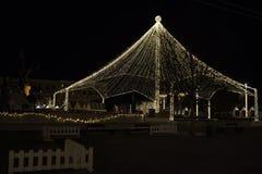 Décorations de Noël dedans dans la place d'Unirii, la Transylvanie, Roumanie Cluj-Napoca photographie stock libre de droits