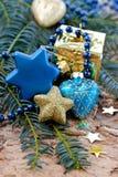 Décorations de Noël et branches de pin Images libres de droits