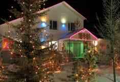 Décorations de Noël. Guirlandes habillées d'arbre de Noël. Image libre de droits