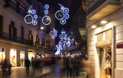 Décorations de Noël sur des rues de ville à Barcelone Photo stock