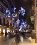Décorations de Noël sur des rues de ville Barcelone Photos libres de droits