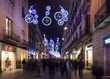 Décorations de Noël sur des rues de ville Barcelone Photographie stock