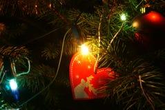 Décorations de Noël sur l'arbre de Noël photo libre de droits