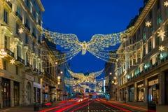 Décorations de Noël sur la rue St James, Londres centrale de régents Photo libre de droits