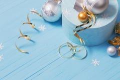 Décorations de Noël sur le fond en bois Photo stock