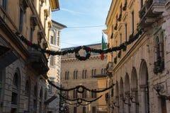 Décorations de Noël sur les rues de Sienne, Toscane, Italie Photographie stock