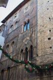Décorations de Noël sur les rues de Sienne, Toscane, Italie Image stock