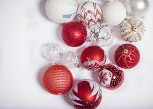 Décorations de Noël sur un fond blanc Photo stock