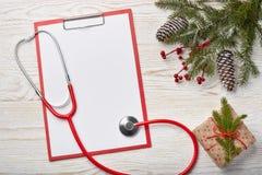 Décorations de stéthoscope et de Noël photo libre de droits