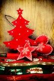 Décorations en bois de Noël dans le style de vintage Photographie stock libre de droits