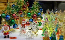 Décorations en verre de Noël au marché à Vienne, Autriche Photographie stock libre de droits