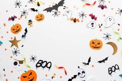 Décorations et bonbons de papier de partie de Halloween Images stock