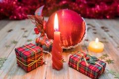 Décorations et cadeaux de Noël Images stock