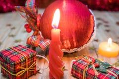 Décorations et cadeaux de Noël Photos stock