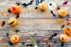 Décorations et festins de papier de partie de Halloween Images libres de droits