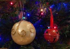 Décorations et lumières de Noël Images stock