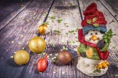 Décorations et ornement de Noël sur le fond en bois Vue de ci-avant photographie stock libre de droits