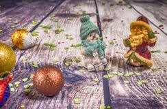 Décorations et ornement de Noël sur le fond en bois Vue de ci-avant photo libre de droits
