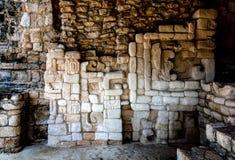 Décorations maya antiques de mur dans Ek Balam Image libre de droits